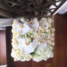 It's been a busy last couple of weeks for Maison! Late posts! Gisele is a customized design in our signature black box filled with white and green lisianthus, white hydrangeas, cream roses and monster-size phalaenopsis orchid blooms. 'Gisele' #maisondesroses #bloombox #white #phalaenopsis #orchids #hydrangeas #lisianthus #cream #roses #luxury #florals #happybirthday #tributes #celebrations