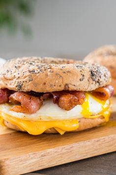 Bacon And Egg Sandwich, Breakfast Sandwich Recipes, Bacon Egg And Cheese, Breakfast Bagel, Bagel Sandwich, Breakfast Time, Breakfast Ideas, Lemon Dessert Recipes, Brunch Recipes