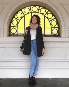 gritamina👉🏼 #LookBásico 😊 -Pantalón destroyer -Remera básica - Saco gris 👉🏼 El look es muy básico, pero con detalles que hacen toda la diferencia. 👀El pantalón doblado (ya es un clásico) y el rosita en la bufanda y del interior del saco, agregan puntos de color al outfit 😉  #Basicos #lookdeldia #lookoftheday #outfit #outfitideas #outfitoftheday #ootd #basicootd #buenosairesfashion #fashion #fashionTip #fashionideas #fashiontrends #fashionblogger #blogger #bloggertips #bloggerargentina…