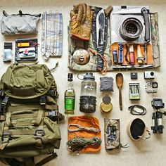 Camping, Survival And Bushcraft, Camping Essentials Bushcraft Kit, Bushcraft Skills, Bushcraft Camping, Camping Survival, Outdoor Survival, Survival Prepping, Survival Skills, Camping Gear, Camping Hacks