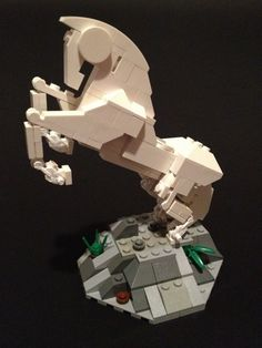 White Horse :: OTHER. I had the idea to make this seeing the Amida Na's Pegasus (one of the best lego creations ever). I imagine it as a horse, that runs away after a battl. The Hobbit Game, Amazing Lego Creations, Lego Builder, In The Zoo, Lego Mechs, Lego Toys, Lego Design, Lego Figures, Lego Worlds