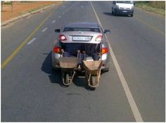 This is one way to transport wheelbarrows when you have a two seater car (photo taken in South Africa) African Jokes, Dump A Day, Places Of Interest, Wheelbarrow, Best Funny Pictures, Random Pictures, Fail Pictures, Funny Pics, South Africa