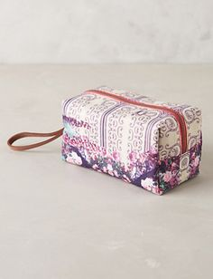 pretty cosmetics bag #anthrofave  http://rstyle.me/n/ttzhepdpe