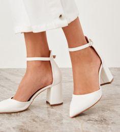 Beyazın asaleti rahatlıkla buluşursa... Pumps, Heels, Fashion, Moda, La Mode, Pumps Heels, Shoes High Heels, Fasion, Fashion Models