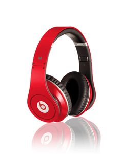 Dr Dre Studio Beats Headphones by jean no joke I can't take the off way to good Beats Studio, High Tech Gadgets, Cool Gadgets, Amazing Gadgets, Dre Headphones, Over Ear Headphones, Red Studio, Beats By Dre, Types Of Fashion Styles