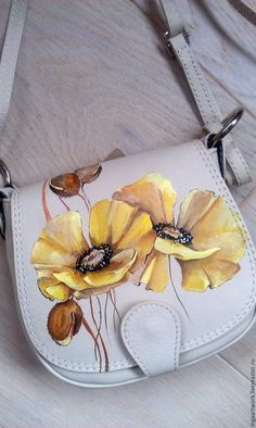 Painted Bags, Painted Clothes, Painted Shoes, Fabric Painting On Clothes, Fabric Paint Shirt, Leather Art, Painting Leather, Handmade Handbags, Leather Bags Handmade