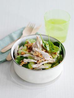 Hähnchensalat mit Spinat und Walnüssen | Zeit: 35 Min. | http://eatsmarter.de/rezepte/haehnchensalat-mit-spinat-und-walnuessen