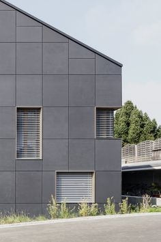René Schmid Architekten – Erstes Energieautarkes Mehrfamilienhaus Brütten Solar, Garage Doors, Architecture, Outdoor Decor, Nye, House, Home Decor, Solar Energy, House Building