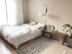 6 steps to decorating your narrow bedroom with a minimalist concept 19 Room Design Bedroom, Room Ideas Bedroom, Small Room Bedroom, Home Bedroom, Bedroom Decor, Narrow Bedroom, Small Room Interior, Ideas Habitaciones, Studio Apartment Decorating