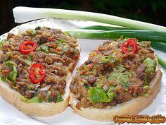 Costite de porc si ciuperci. Grijite pe mamaliga Meatless Recipes, Cheesesteak, Salmon Burgers, Pasta, Ethnic Recipes, Green, Pork, Salmon Patties, Noodles