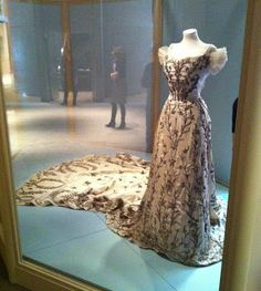 """The day before yesterday we installed Lady Curzon's spectacular white satin """"orchid"""" gown, one of a number that were created for her by t. Vintage Outfits, Vintage Gowns, Vintage Mode, Royal Clothing, Antique Clothing, Historical Clothing, Historical Dress, Historical Photos, 1900s Fashion"""