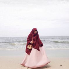 Hijab syar'i bukan hanya berlaku di dunia nyata karena syari'at Allah menembus dunia maya . . : @ay.ra.project