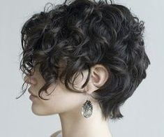 Think Your Hair Can't Be Tamed? Think Again! Everyone wants to have great looking hair, as a good set of locks can completely transform a person's appearance. Short Curly Haircuts, Curly Hair Cuts, Girl Haircuts, Medium Hair Cuts, Layered Haircuts, Short Hairstyles For Women, Hairstyles Haircuts, Trendy Hairstyles, Short Hair Cuts