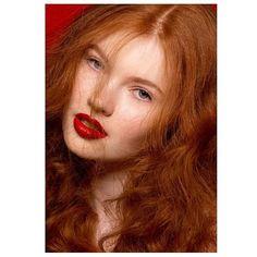 "Gefällt 160 Mal, 8 Kommentare - make up   hair   nails (@katjamaassen) auf Instagram: ""GOOD HAIR DAY ♡  #beauty @lauraamertens @megamodelagency 📸 @viktoriastutzphotography #makeup +…"""