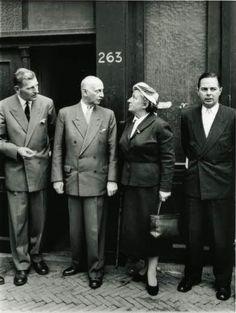 Otto Frank met met het bestuur van de Anne Frank Stichting voor Prinsengracht 263 (1957)