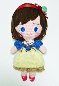 鹿子オリジナルのヒトガタあみぐるみ、[Pretty girl]#白雪姫versionです。※こちらの作品は、これまでのpretty girlたちとは違ったサイ...|ハンドメイド、手作り、手仕事品の通販・販売・購入ならCreema。