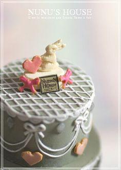 Nunu's House rabbit cake decoration