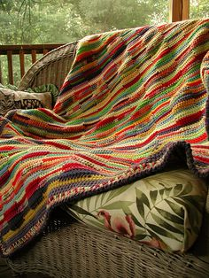 Love the colors.  Crochet and free pattern.
