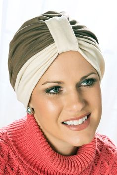 This basic turban offers two contrasting colors for a fresh look.