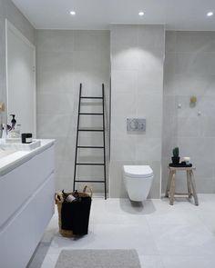 Symmetrically cut tiles over toilet. Concrete Tiles, White Concrete, 1920s Bathroom, Bathrooms, Bathroom Ideas, School Bathroom, Over Toilet, Terrazzo Flooring, Marimekko