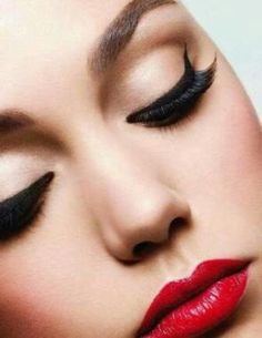 Maria Garcia is among the professional makeup artists who have the latest products, newest styles and looks. She also offers airbrush makeup and techniques that covers blemishes and other spots.