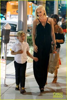 Gwen Stefani and Gavin Rossdale take their boys Kingston and Zuma to dinner for Gwen's birthday on October 3, 2012