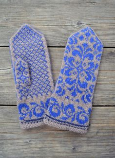Beige Mittens with Flowers Baroque Mittens Winter by lyralyra