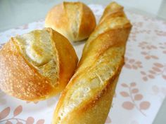 うちのフランスパンの画像 Japanese Bread, Savoury Baking, Cafe Food, I Love Food, Hot Dog Buns, Scones, Cornbread, Bread Recipes, Bakery