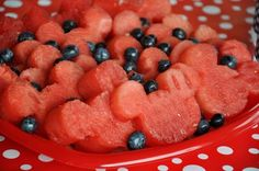 Perfect for a Mickey or Minnie Mouse themed Birthday Party or for everyday. All you need is a simple cookie cutter and a watermelon Minnie Y Mickey Mouse, Mickey Mouse Parties, Mickey Party, Minnie Mouse Cookies, Disney Parties, Mouse Cake, Mickey Mouse Snacks, Mickey Mouse Cookie Cutter, Minnie Mouse Baby Shower