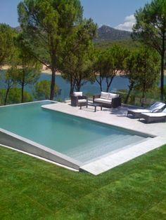 piscina-branca-com-degraus