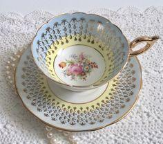 Mooie EB Foley China thee kop en schotel Antique Tea Cups, Vintage Cups, Vintage China, Teapots And Cups, Teacups, China Tea Cups, My Cup Of Tea, Tea Service, Tea Cup Saucer