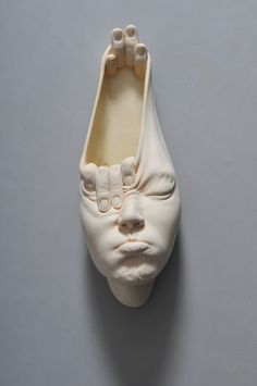 Johnson Tsang's completely contorted facial sculptures are so absurd they're lovely. Hands play a major role in his Open... Sanat http://turkrazzi.com/ppost/283163895301503733/