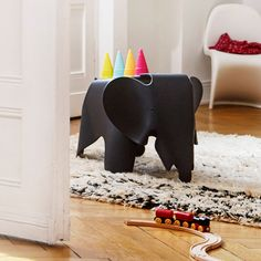 To celebrate the 100th birthday of Charles Eames in 2007, Vitra introduced a limited anniversary edition of the Eames Plywood Elephant, the legendary furniture sculpture that was designed in 1945 but never produced for general distribution or sale.