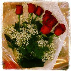 Rose rosse per l'esattezza sette rose rosse a stelo lungo
