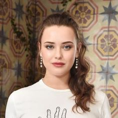 Steal her style- Katherine Langford, the lady who stole our hearts with her modeat beauty! 10 Most Beautiful Women, Most Beautiful Indian Actress, Beautiful Actresses, Beautiful Eyes, Gal Gadot Model, Wavy Ponytail, Evan Rachel Wood, Ford, Brunette Beauty