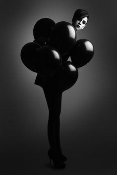 Woman and Balloons Black Ballons, White Balloons, Latex Balloons, Amazing Photography, Art Photography, Editorial Photography, Fashion Photography, Black And White People, Happy Colors