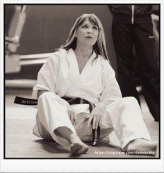 Martial Arts Women, Jackie Chan, Tai Chi, Girl Poses, Kung Fu, Karate, Sexy Legs, Color Splash, Action