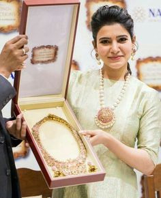 Samantha Ruth Prabhu at the launch of NAC jewellers antique jewelry exhibition. Gold Jewellery Design, Gold Jewelry, Fine Jewelry, Branded Jewellery, Stylish Jewelry, Beaded Jewelry, Jewelry Making, Wedding Advice, Wedding Day