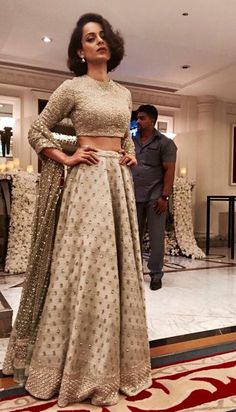 Kangana Ranaut in a sabyasachi lehenga. Love the subtle elegance of this lehenga. - Kangana Ranaut in a sabyasachi lehenga. Love the subtle elegance of this lehenga and her hairstyle! Bollywood Mode, Indian Bollywood, Bollywood Fashion, Bollywood Saree, Indian Wedding Outfits, Pakistani Outfits, Indian Outfits, Wedding Dresses, Hair Wedding