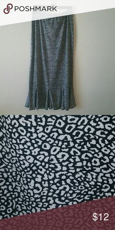 Great summer skirt Euc 92%polyester  8% spandex  lightweight perseption concept Skirts A-Line or Full