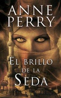 Con El brillo de la seda, Perry regresa a un género que cultivó antes de convertirse en una autora de éxito: la novela histórica En la turbulenta Constantinopla del siglo XIII, una joven busca la verdad oculta tras el exilio de su hermano.