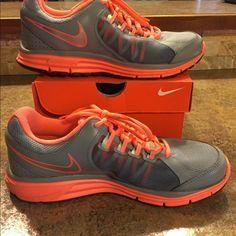 NIKE Lunar Forever 3 Women's Running - Sz 6.5 M - Neon Orange Pink