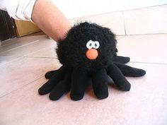 TEATRO EN LA EDUCACIÓN por Laura Alonso: octubre 2010 Glove Puppets, Sock Puppets, Hand Puppets, Finger Puppets, Art For Kids, Crafts For Kids, Finger Puppet Patterns, Puppets For Kids, Crazy Toys