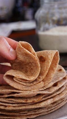 Real Food Recipes, Vegan Recipes, Snack Recipes, Tortilla Pan, Desert Recipes, Deserts, Chips, Bread, Baking