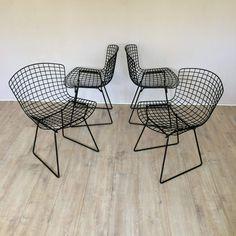 Ensemble de 4 chaises Bertoia entièrement restaurées Edition Knoll, en fils de métal noirs.