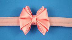 Passo a passo: Laço de fita de cetim / como fazer faixa fina de meia de ...