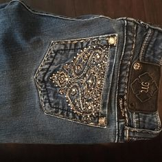 Miss Me Jeans Selling because the waist is too tight on me. No trades please! Miss Me Jeans Skinny