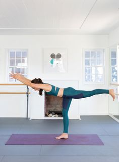 8 Yoga Moves That Improve Balance - Camille Styles Yoga For Dummies, Yoga For Beginners, Fitness Tips, Fitness Motivation, Yoga Decor, Bhakti Yoga, Yoga Moves, Ashtanga Yoga, Yoga Fashion