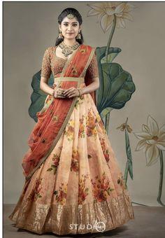 Indian Bridal Outfits, Indian Fashion Dresses, Dress Indian Style, Indian Gowns, Indian Designer Outfits, Lehenga Saree Design, Half Saree Lehenga, Lehnga Dress, Lehenga Designs