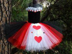 Hermoso vestido de la reina de corazones tendrá su niña sentir como una reina! 3 Vestido de capa hace que sea muy completo y esponjosa! Ideal para cumpleaños, Halloween o fotos! Este listado está para un 6-8 en los niños. Mensaje para un tamaño más grande. Favor de enviar medidas